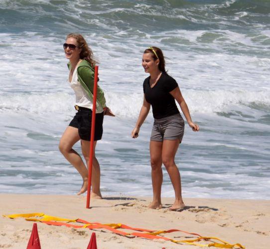 Para a gravação, a produção montou uma pista com obstáculos na areia da praia da Reserva, na zona oeste do Rio (3/11/2010)