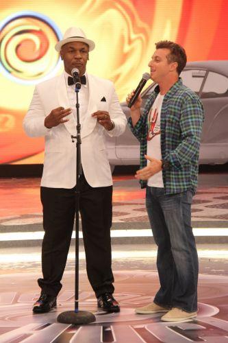 Mike Tyson chega ao palco do