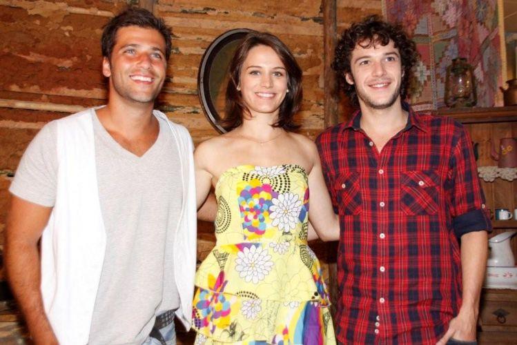 http://tv.i.uol.com.br/album/cordel-encantado-apresentacao_f_022.jpg