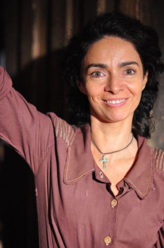 Siá Benvinda (Claudia Ohana)