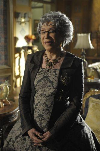 A rainha-mãe, Efigênia (Berta Loran)