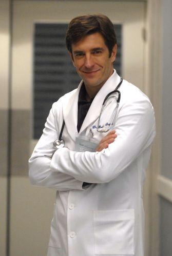 Dr. Roberto Segadas (Alexandre Barros)