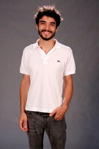 Leandro (Caio Blat)
