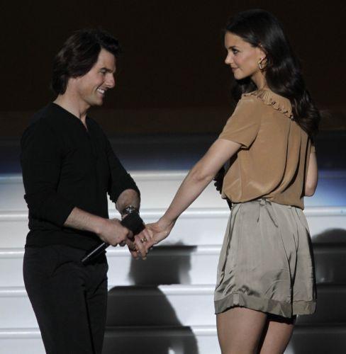 Tom Cruise e Katie Holmes participam da gravação do último