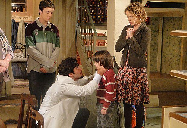 Com medo de que Mimi (Marcelo Médice) dê com a língua nos dentes e conte para Berilo (Bruno Gagliasso) que passou uma noite com Agostina (Leandra Leal), ela decide voltar para a Itália com o marido. Antes de seguir para o aeroporto, o casal se despede de Totó (Tony Ramos), Gemma (Aracy Balabanian), Alfredo (Miguel Roncato) e Dino (Edoardo Dell' Aversana). A cena vai ao ar nesta quarta-feira (3/11/2010)
