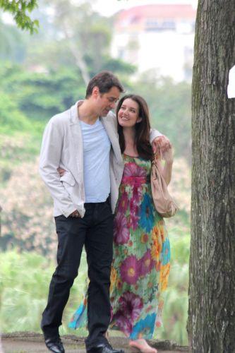 Gerson (Marcello Antony) e Felícia (Larissa Maciel) em cena romântica de