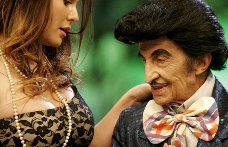 Andrade contracena com Jorge Loredo, o Zé Bonitinho, na gravação de ...