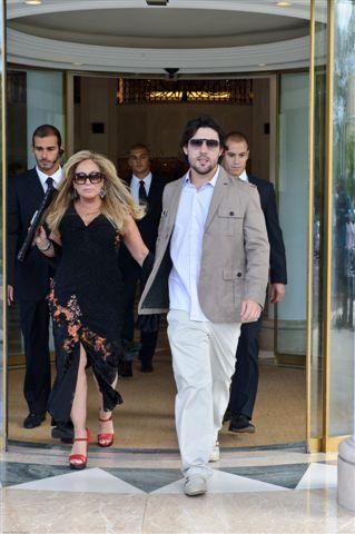 Susana Vieira grava a primeira cena com o namorado, Sandro Pedroso, para a novela portuguesa