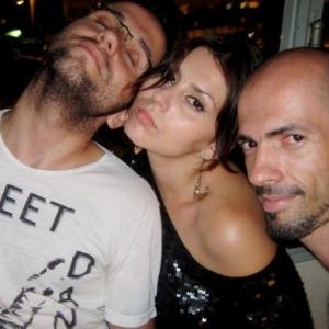 Mayara Medeiros (ao centro), em foto do Twitter (31/8/11)