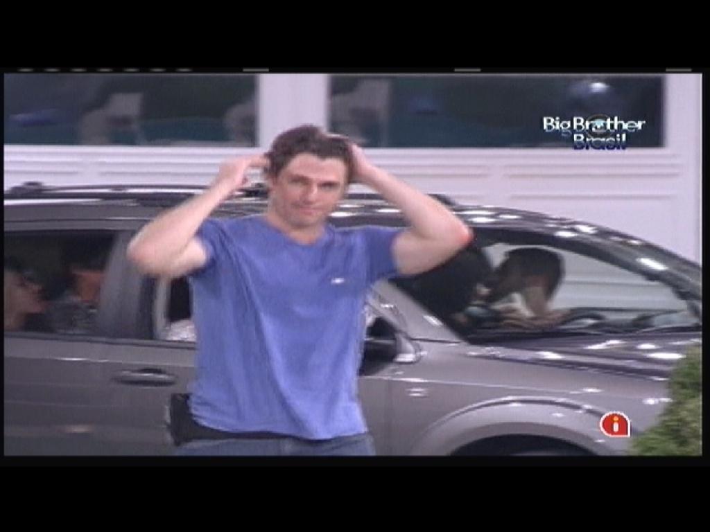 João Maurício sai do carro e desiste da disputa pela imunidade na primeira prova do