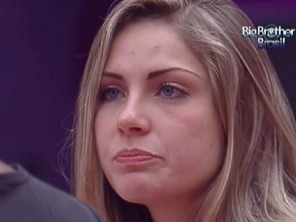 Renata conta aos brothers que já beijou de língua as amigas (13/1/12)