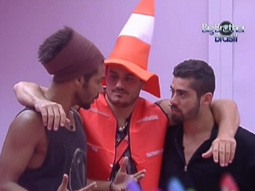 Daniel, Rafa e Yuri conversam sobre o primeiro paredo (15/1/12)
