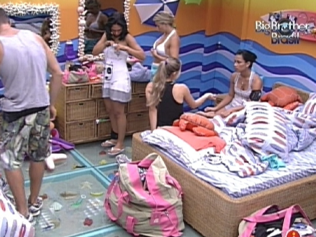 Sisters conversam sobre paredo no quarto praia (16/1/12)