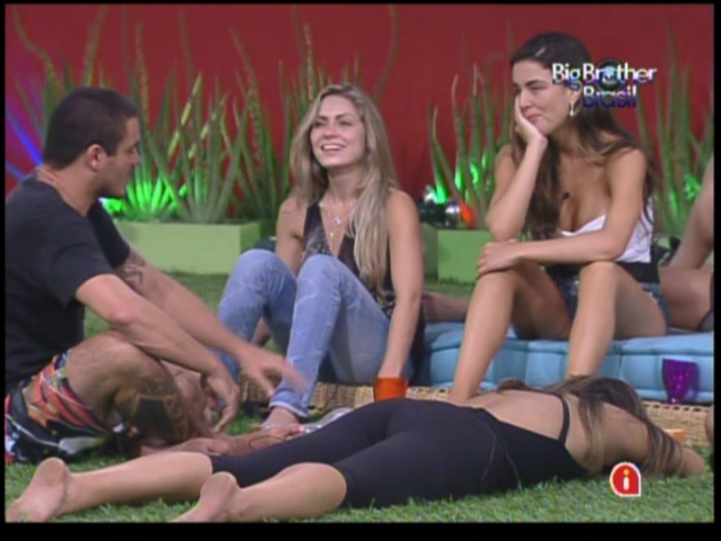 Brothers conversam no jardim (16/1/12)