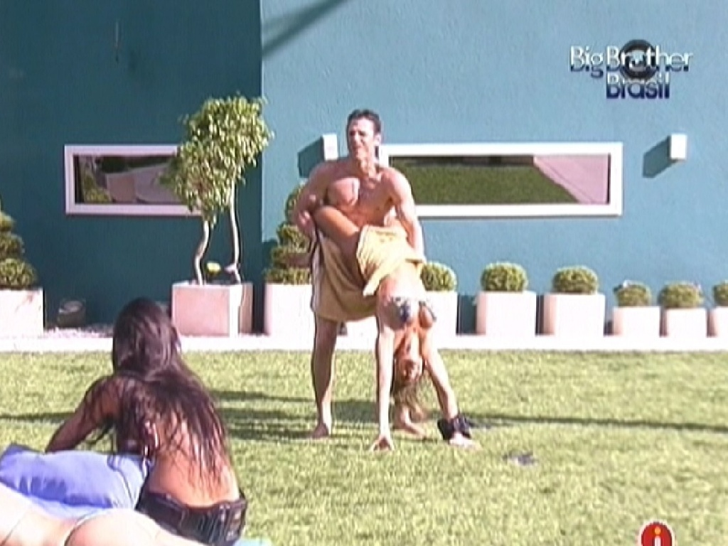 João Maurício e Fabiana fazem mímica para brothers adivinharem (17/1/12)
