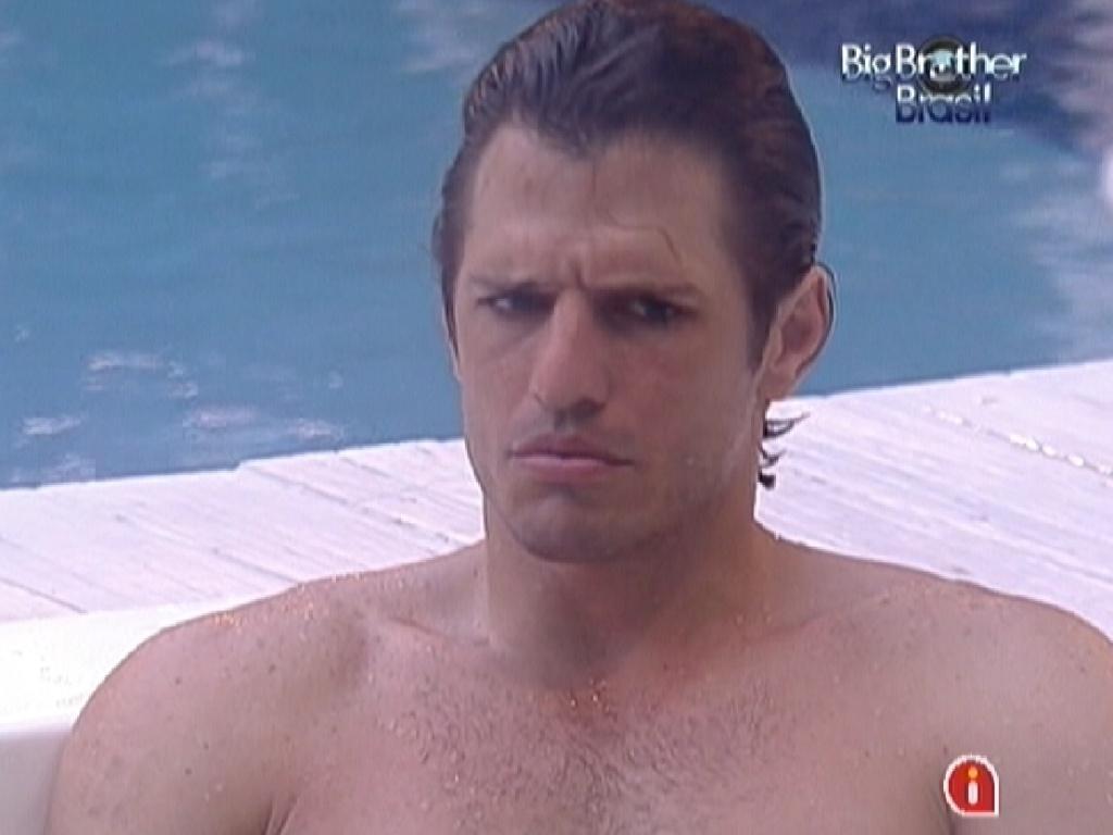 João Maurício critica Laisa para Jonas durante banho de ofurô (19/1/12)