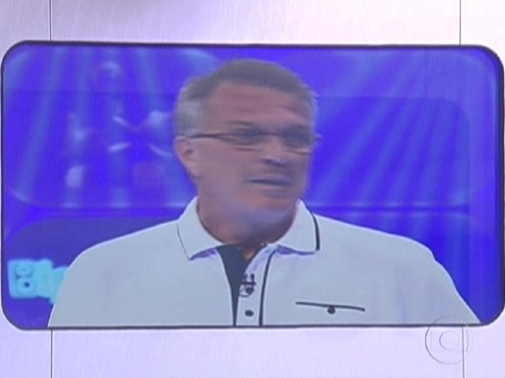 Pedro Bial conta que apenas quatro participantes poderão participar da prova do Anjo, que valerá um carro (20/1/12). A prova será no sábado (21)