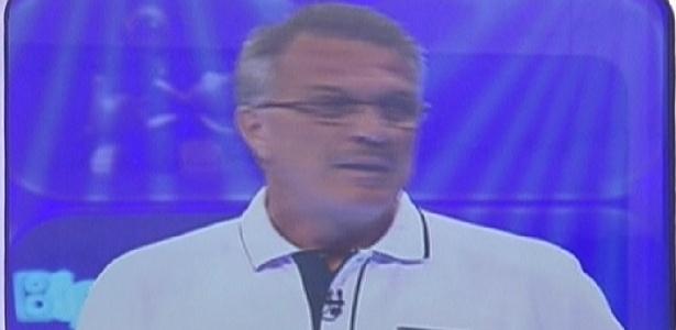 Pedro Bial conversa com os participantes durante o programa ao vivo (20/1/12)