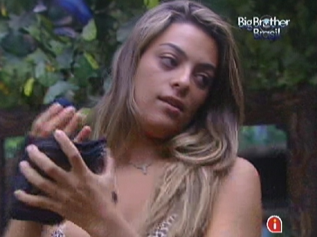 Monique se prepara para a prova do anjo (21/1/12)