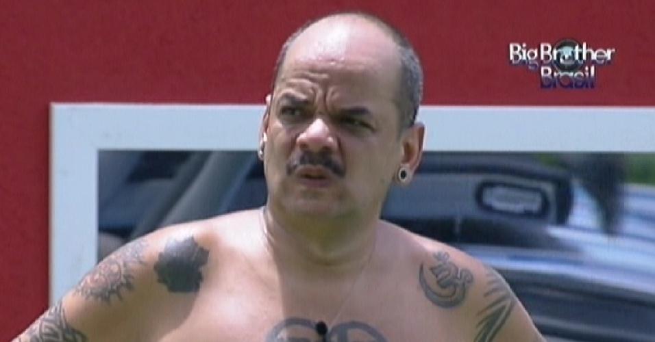 João Carvalho lamenta seu desempenho na prova da comida (22/1/12)