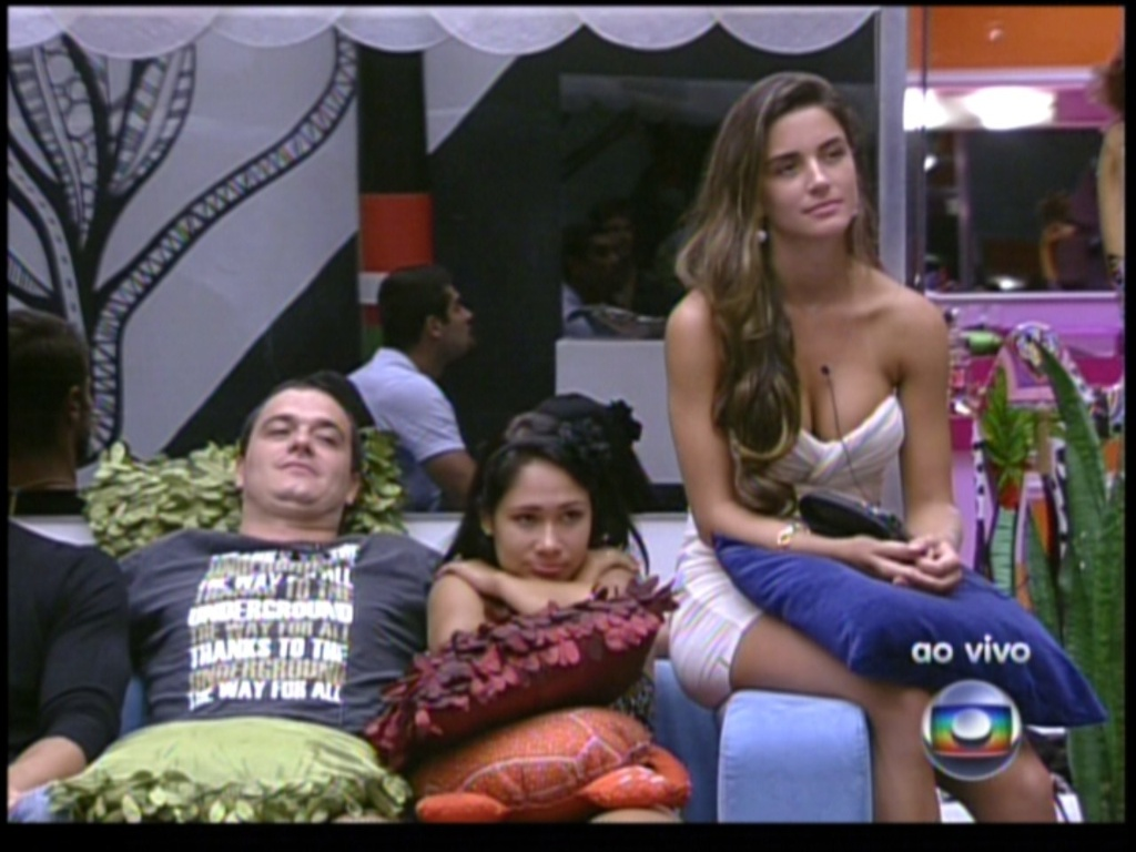 Rafa, Jakeline e Laisa esperam na sala (22/1/12)