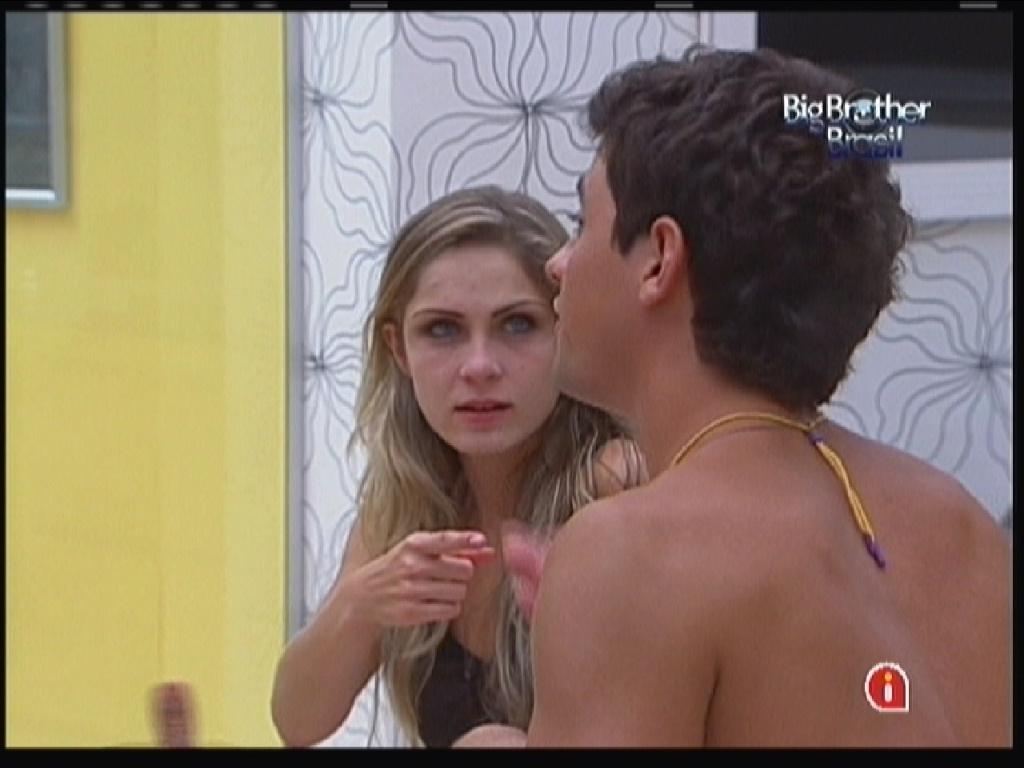 Renata e Fael brigam após festa (21/1/12)