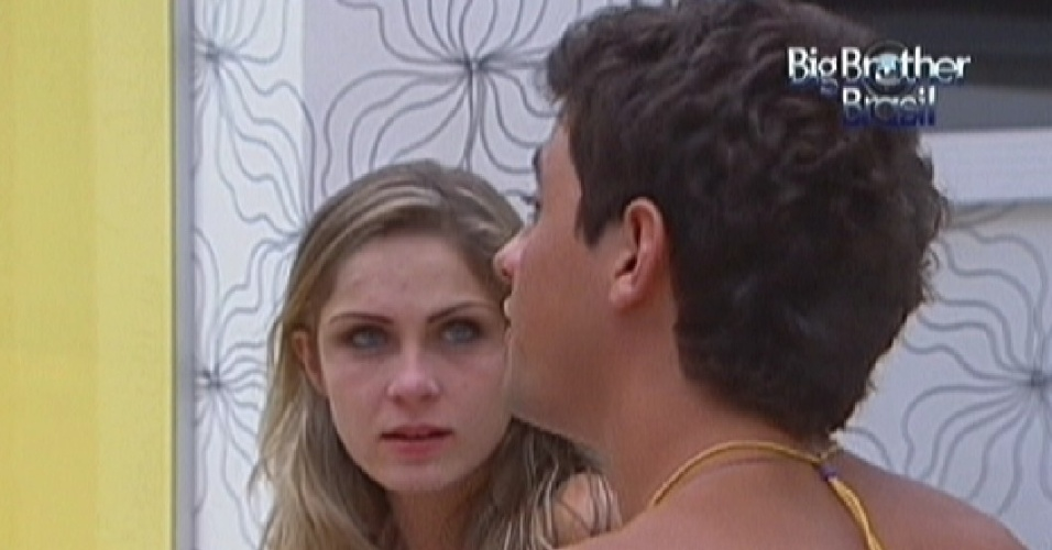 Renata e Fael brigam aps festa (21/1/12)