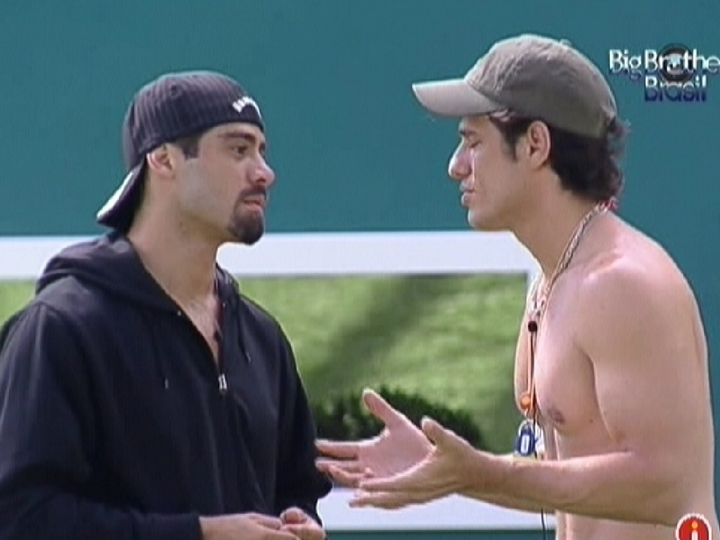 Yuri e o líder João Maurício conversam sobre discussão de Renata e Fael (22/1/12)