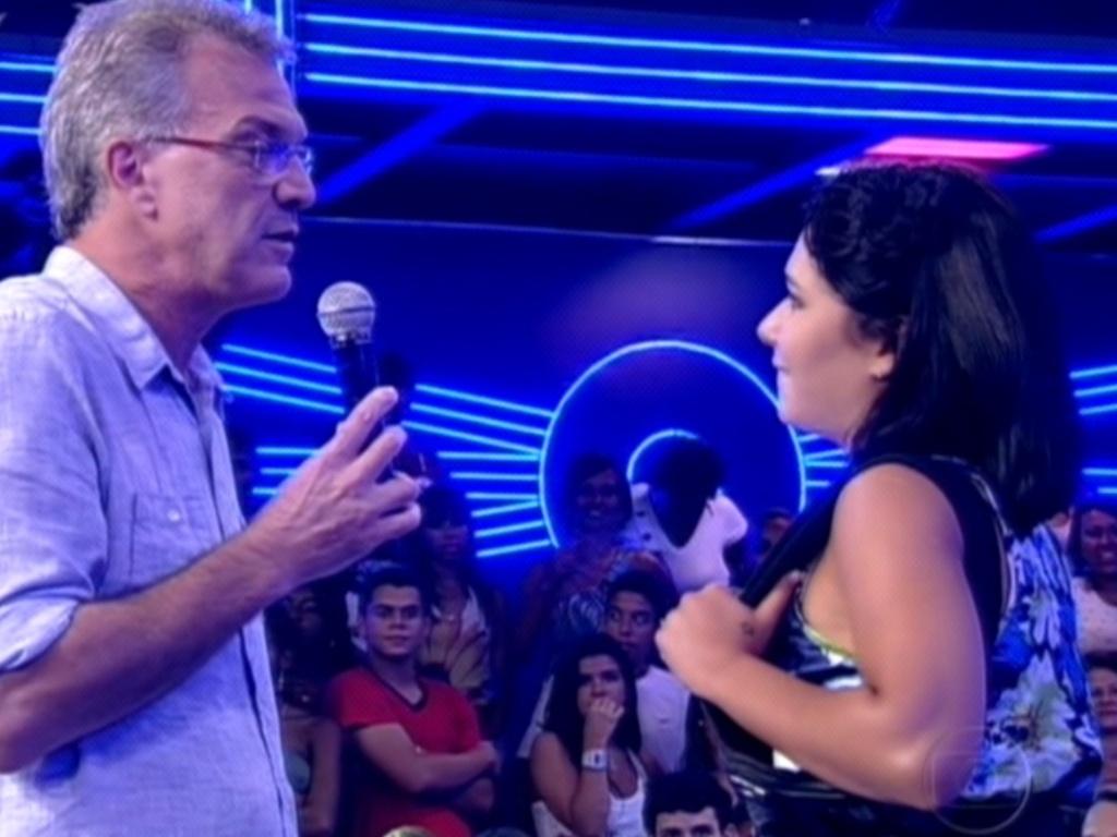Pedro Bial entrevista Jaqueline após eliminação da sister do