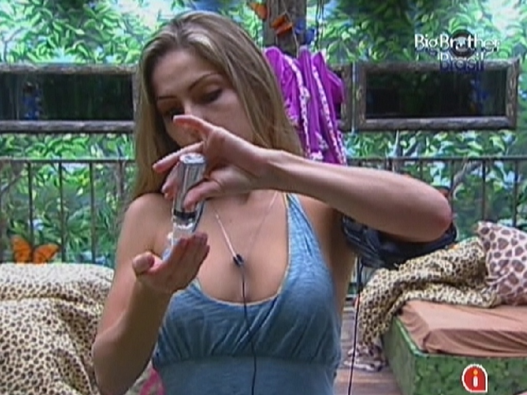 Renata começa a se arrumar para o programa ao vivo desta noite (24/1/12)