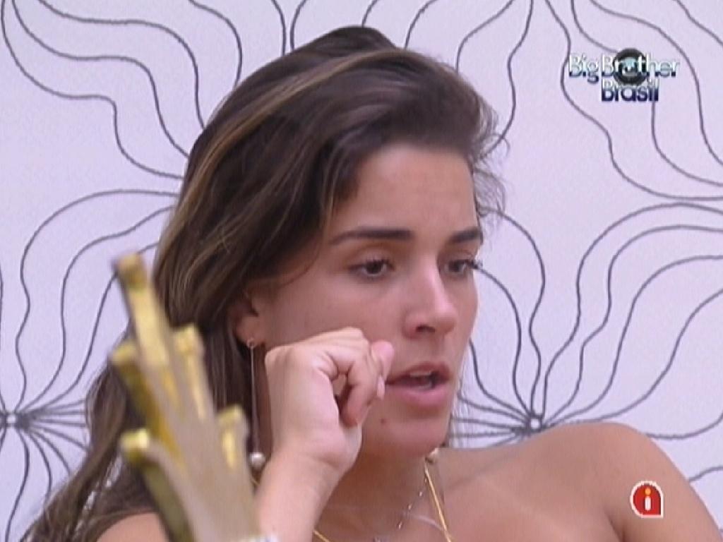 Laisa conversa sobre paredão com Monique e Renata no quarto do líder (27/1/12)