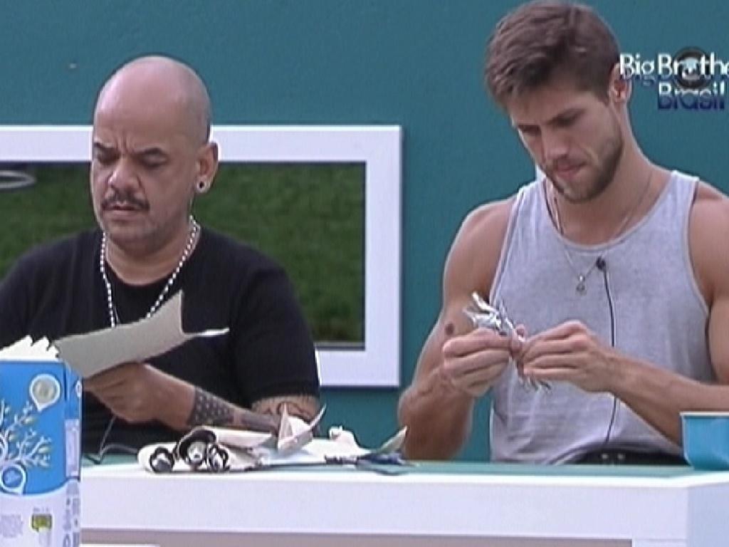João Carvalho e Jonas trabalham lado a lado (28/1/12)