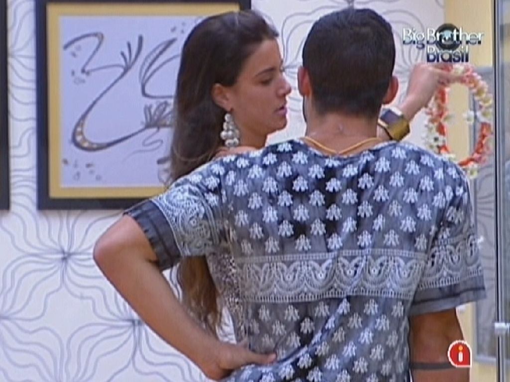 Laisa e Yuri discutem no quarto do lder (28/1/12)