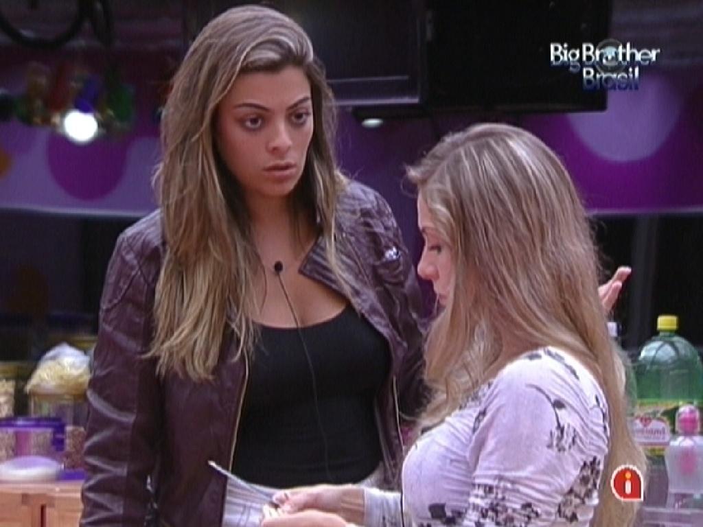 Monique reclama do comentário que Laisa teria feito durante prova da comida para Renata (28/1/12)