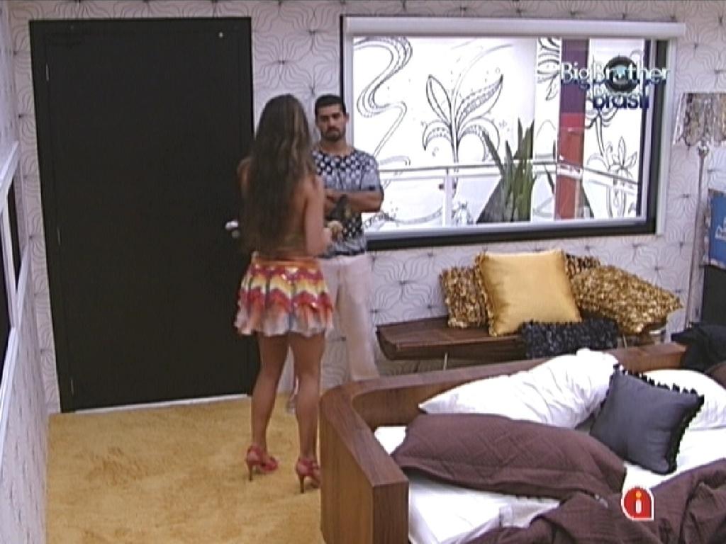 Yuri diz para Laisa que não quer brigar, e sister pede para ele deixá-la sozinha no quarto (28/1/12)