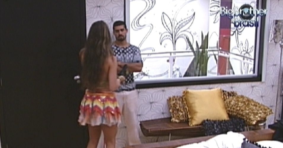 Yuri diz para Laisa que no quer brigar, e sister pede para ele deix-la sozinha no quarto (28/1/12)