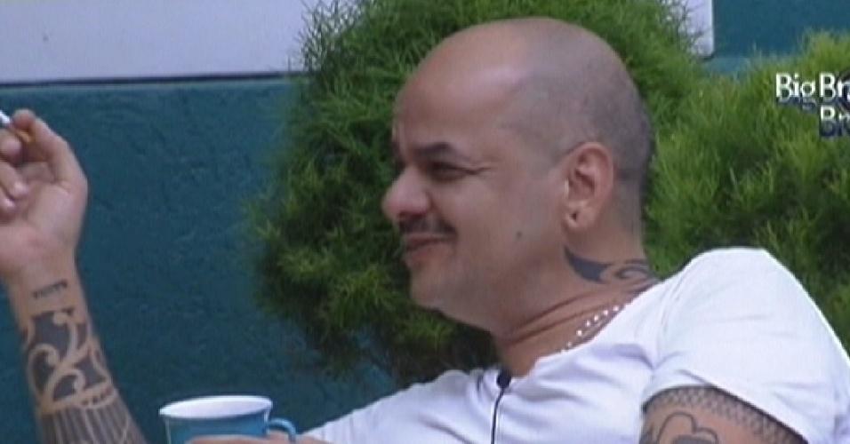 João Carvalho revela que perdeu a virgindade aos 14 anos em uma