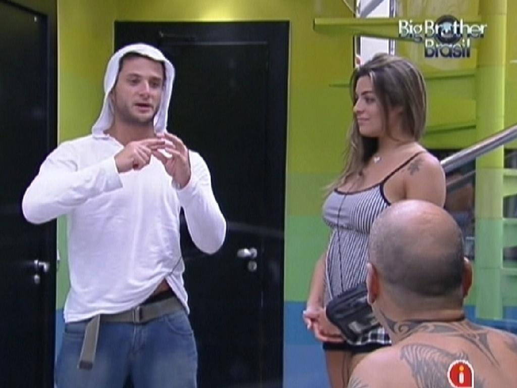 Ronaldo conta para os brothers sobre a comida da sessão de cinema (30/1/12)