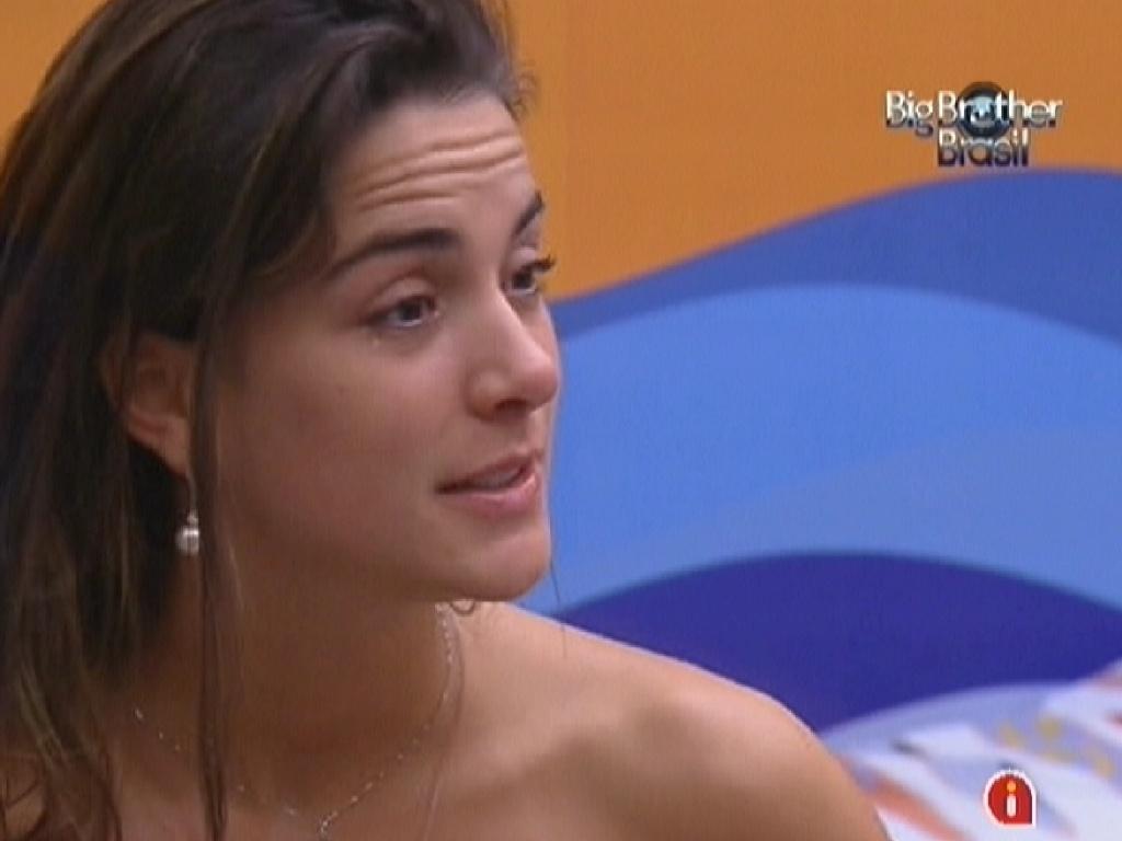 Laisa agradece a amizade de Fabiana e diz que gostaria de imunizá-la se ganhasse o anjo (1/2/12)