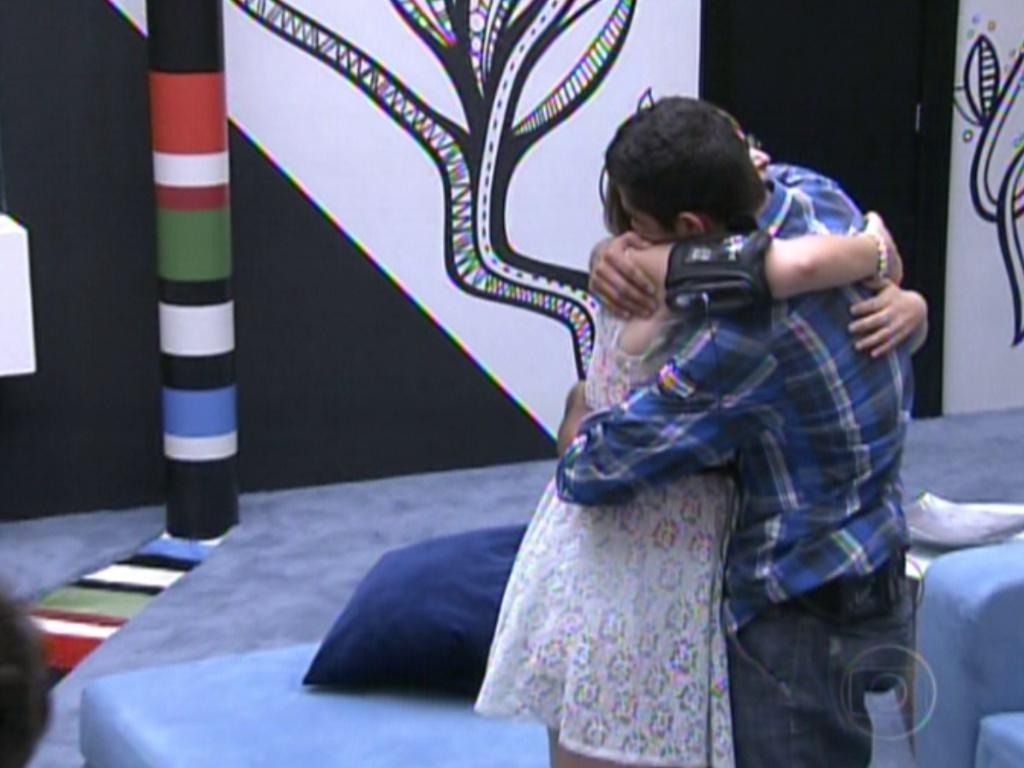Mayara se despede de Yuri após ser eliminada com 74% dos votos contra Fael (31/1/12)