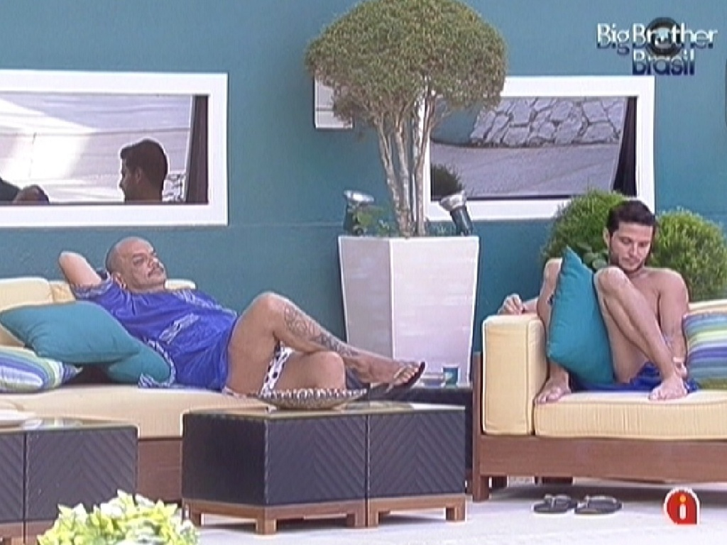 João Carvalho e Ronaldo conversam na varanda (2/2/2012)