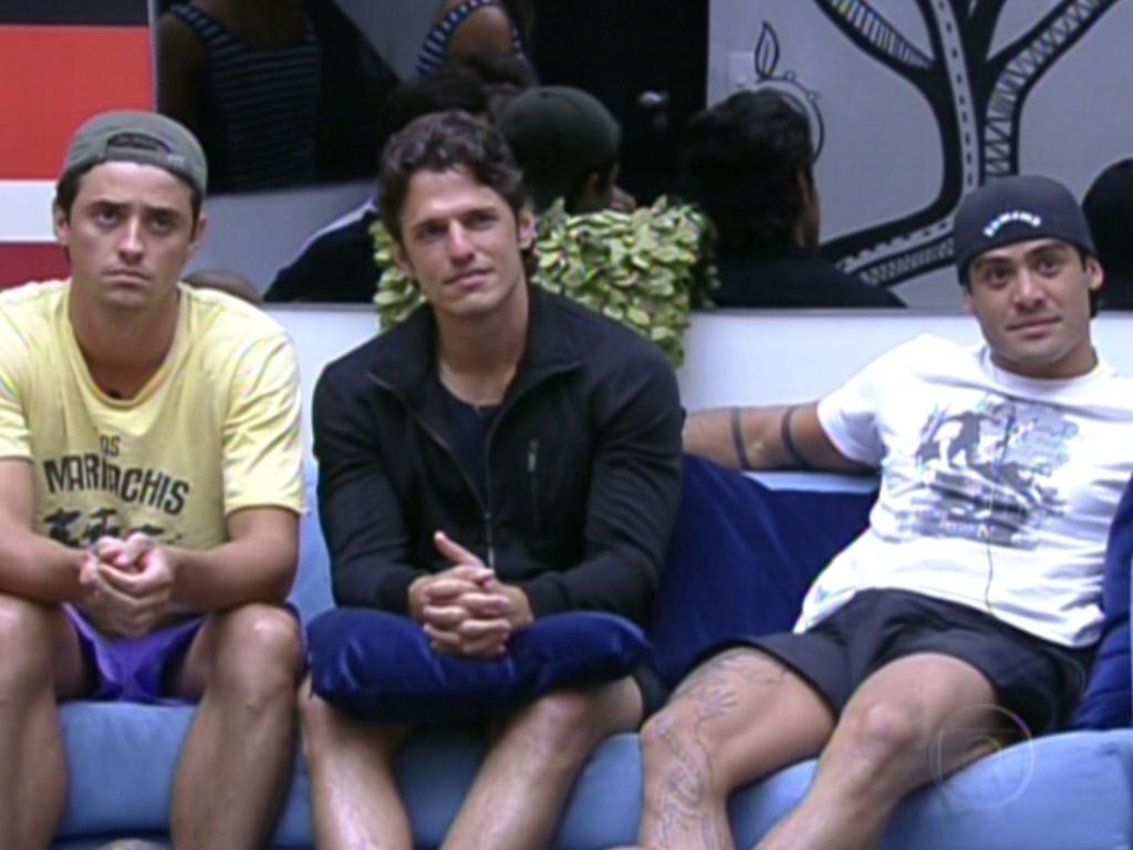 João Maurício (ao centro) e Yuri (dir.) foram vetados da prova do líder por João Carvalho (2/2/12)