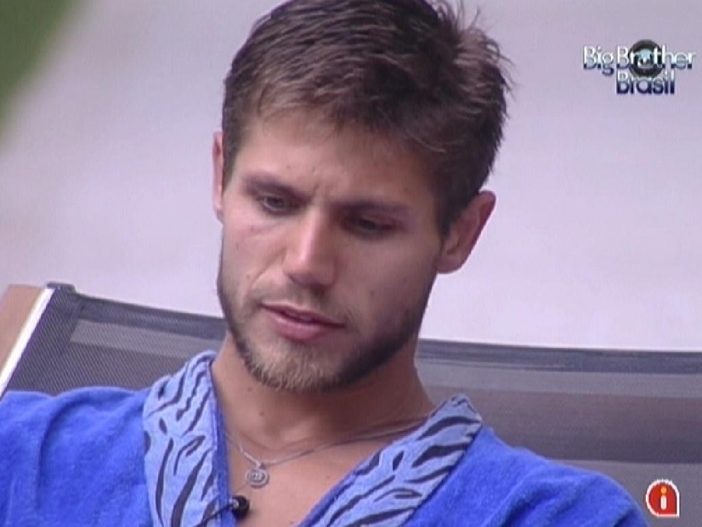 Jonas conversa com Laisa e diz que cansou de não se manifestar (3/2/2012)