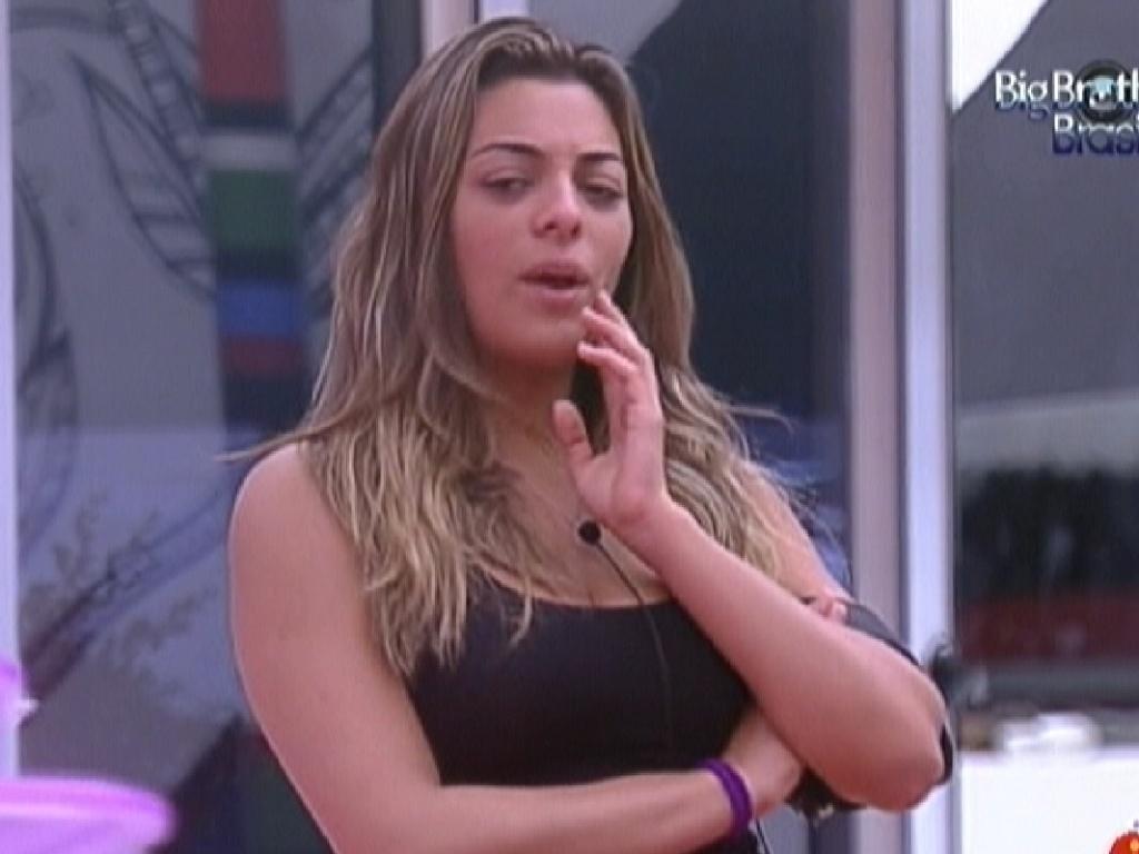 Monique comenta que conhece o jogador Ronaldinho Gaúcho (3/2/2012)