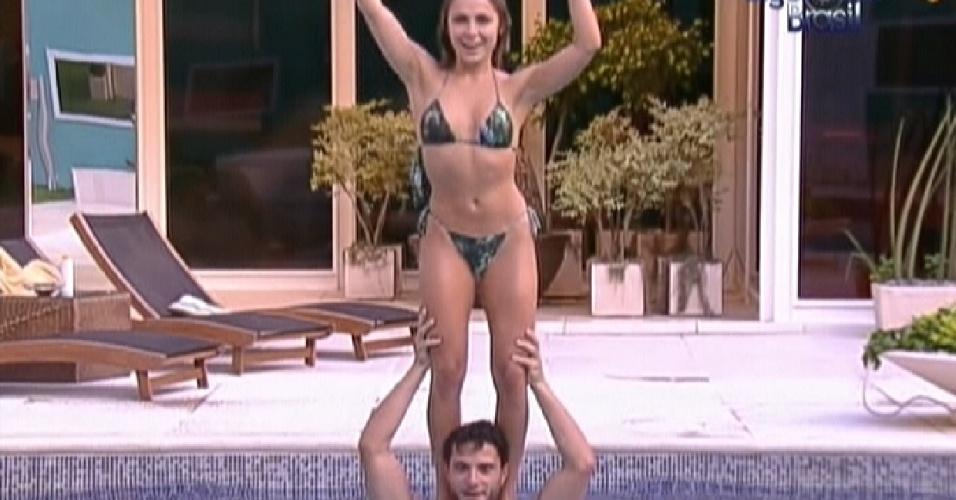 Ronaldo e Renata brincam na piscina (3/2/2012)