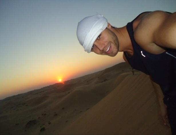Jonas posa para foto em Abu Dhabi
