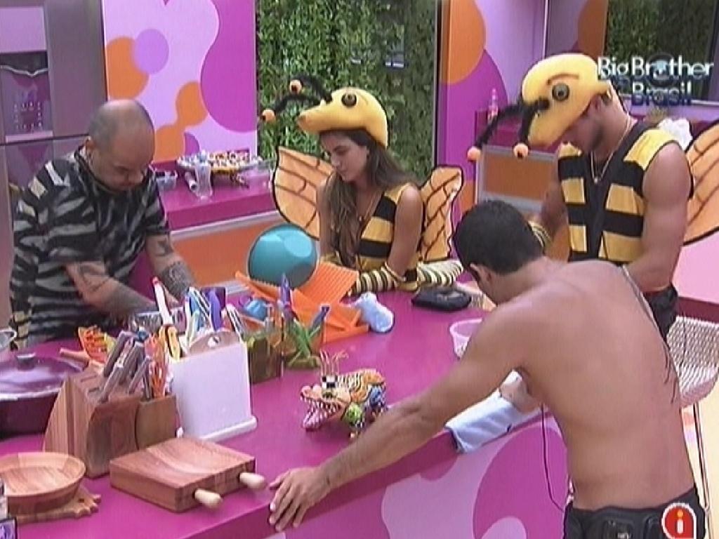 Brothers ajudam João Carvalho a preparar o almoço deste domingo (5/2/2012)