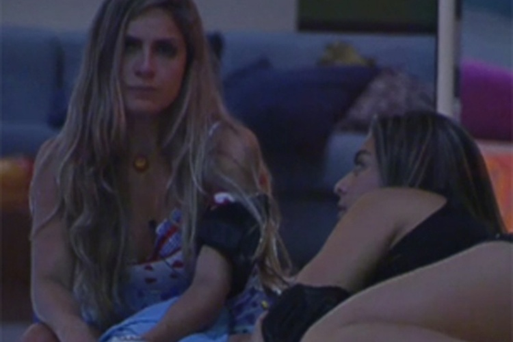 Renata acredita que Yuri e Laisa já transaram (4/212)