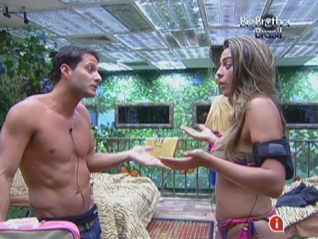 Ronaldo e Monique discutem por causa de desentendimento que tiveram durante a tarde (5/2/12)