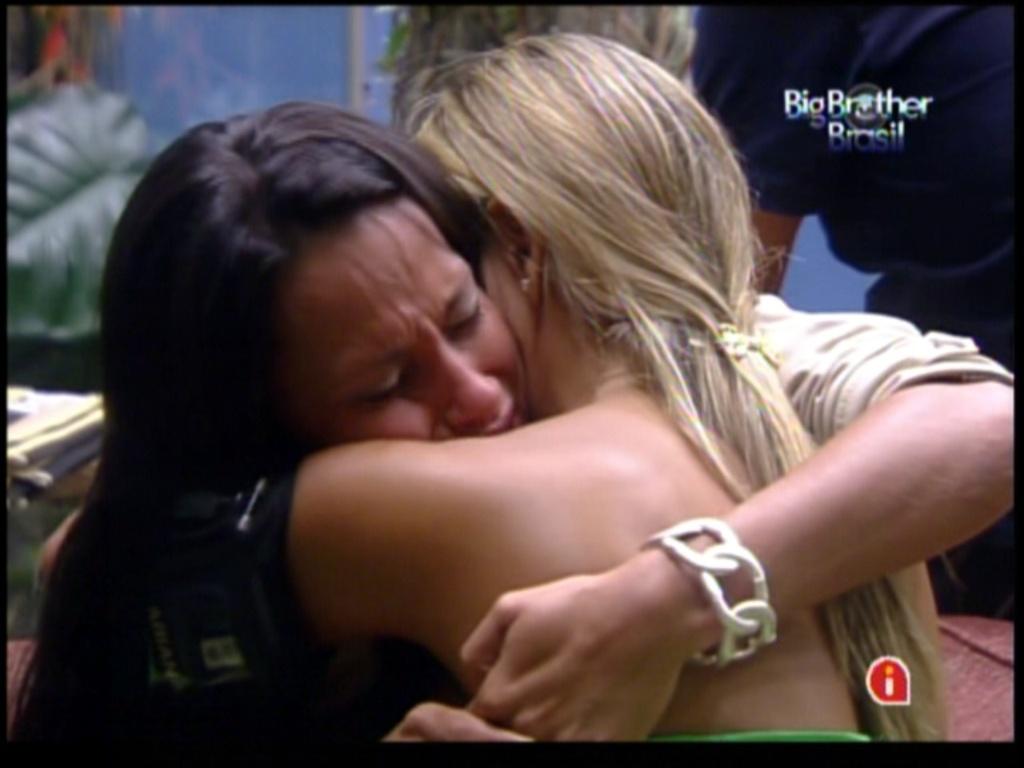 Fabiana e Kelly choram após discussão (5/2/12)